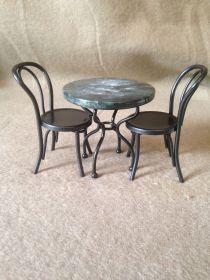 Bord med 2 stolar